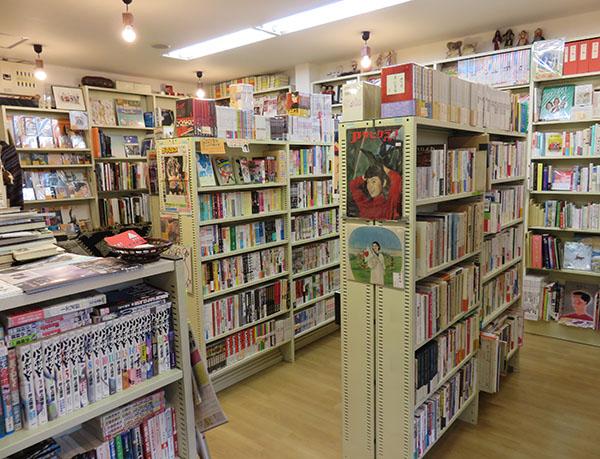 ショッピング・古書サンカクヤマ・内観